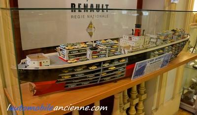 Renault Dauphine export