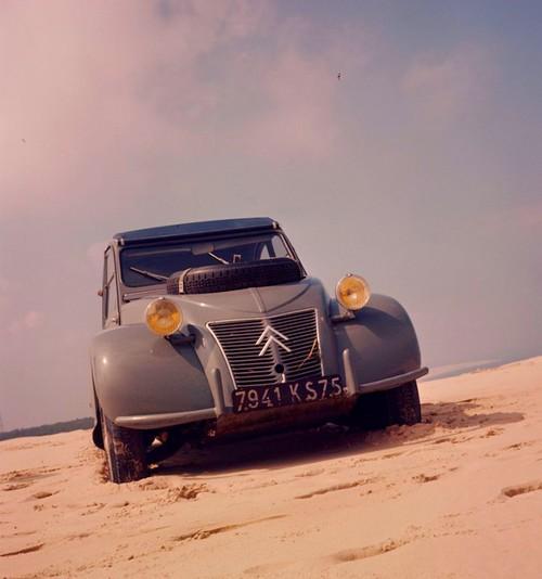 Citroën 2CV Sahara (1)