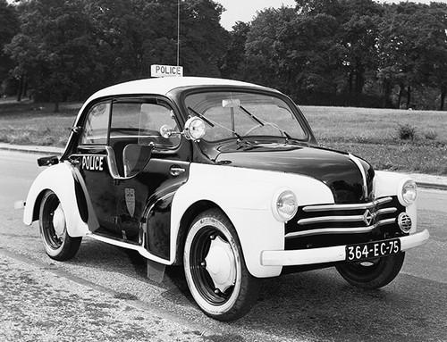 Renault 4CV Police pie (2)