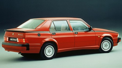 Alfa Romeo 75 (6)