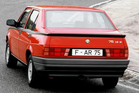 Alfa Romeo 75 (9)